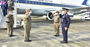 ผู้บังคับการกองบิน ๔๑ ให้การต้อนรับองคมนตรี